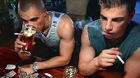 Cigivel párosítva károsabb az alkoholizálás