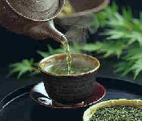 A zöld tea csökkenti az ínybetegség tüneteit