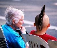 Egyre kevésbé értik egymást az idősek és a fiatalok